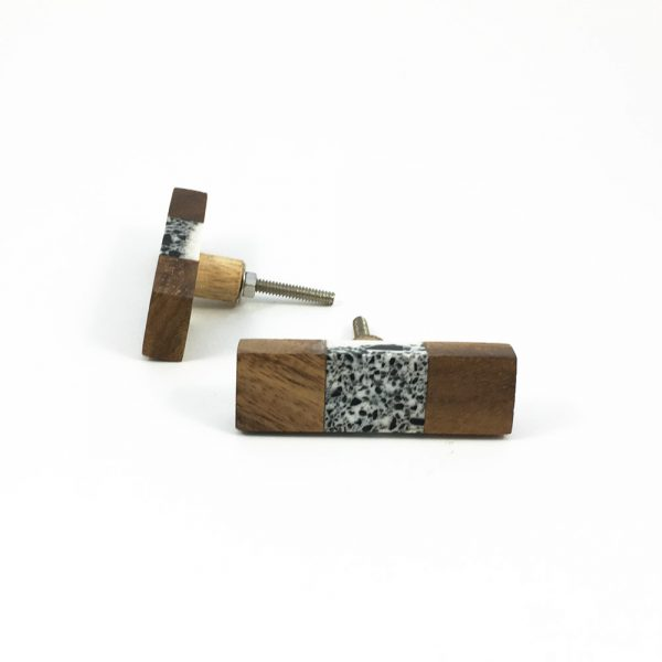 Wood and speckled resin knob 6 600x600 - Speckled Wood and Resin Pull Bar Knob