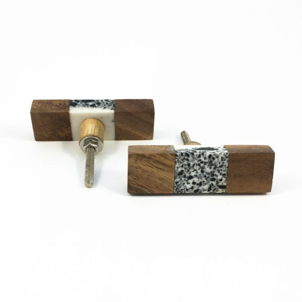 Wood and speckled resin knob 7 600x600 - Speckled Wood and Resin Pull Bar Knob