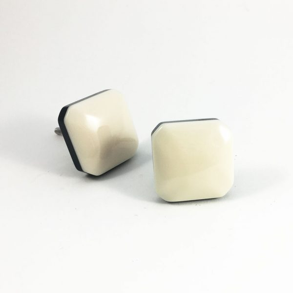 square white and black resin knob 2 600x600 - Square White and Black Resin Knob