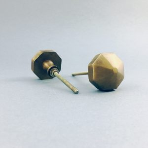 antique gold octagon prism knob 2 300x300 - Antique Gold Octagon Prism Knob
