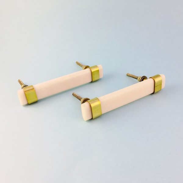 white resin and brass handle 11 600x600 - Creamy White Resin and Brass Handle