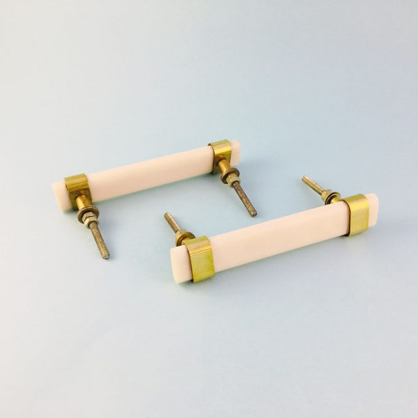 white resin and brass handle 3 600x600 - Creamy White Resin and Brass Handle