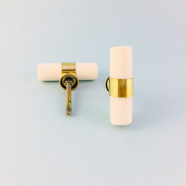 white resin and brass pull 2 600x600 - Creamy White Resin and Brass Pull