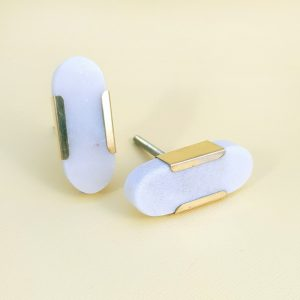 Oval white marble with gold edge 2 300x300 - White Oblong Knob with Brass Trim