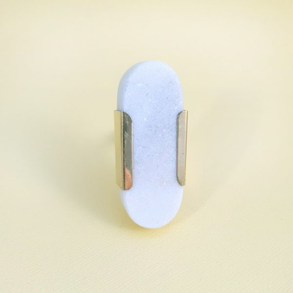 Oval white marble with gold edge 4 600x600 - White Oblong Knob with Brass Trim