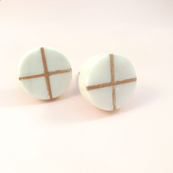 Round White Marble with wood cross knob 3 600x600 - White Round Marble and Wood Intercross Knob