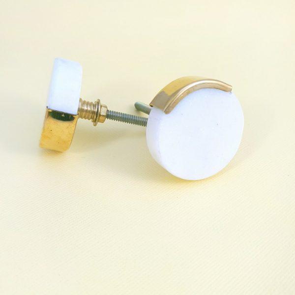 Round white marble with gold edge 4 600x600 - White Circle Knob with Brass Trim