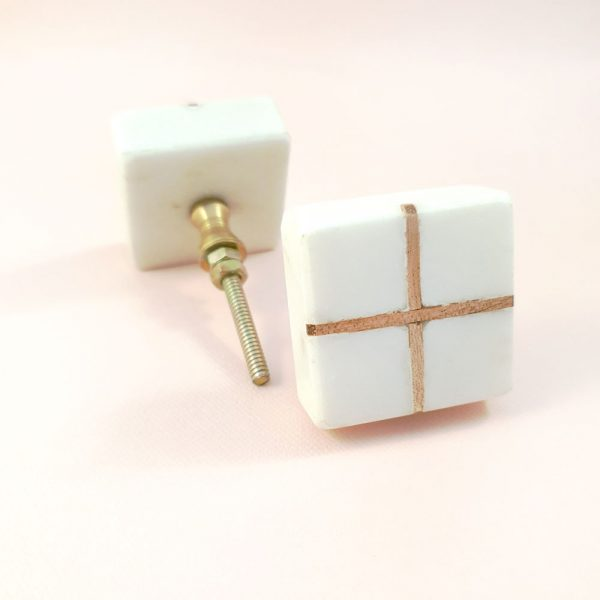 Square White Marble with wood cross knob 1 600x600 - White Square Marble and Wood Intercross Knob
