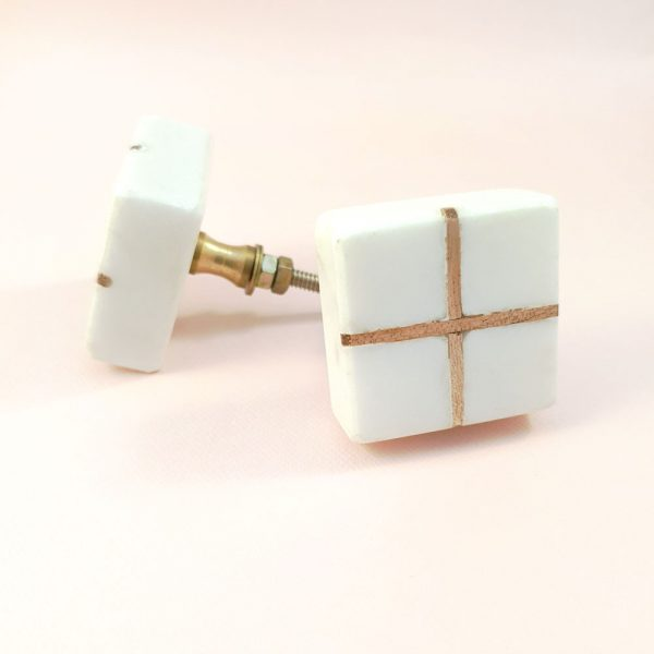 Square White Marble with wood cross knob 2 600x600 - White Square Marble and Wood Intercross Knob