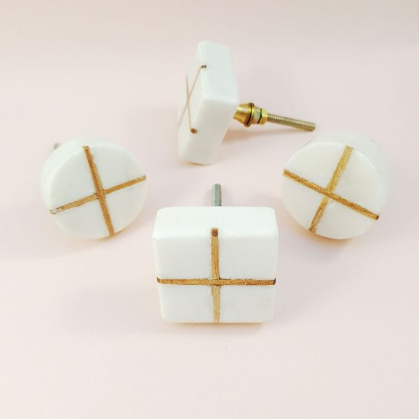 White Marble with wood cross knob 1 600x600 - White Square Marble and Wood Intercross Knob