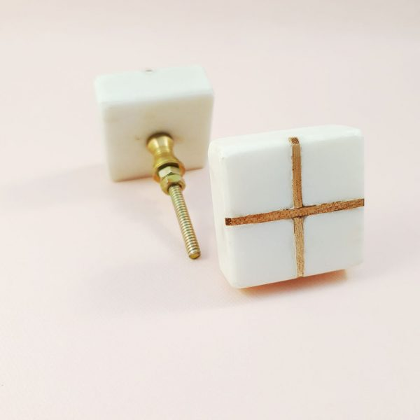 White Marble with wood cross knob 3 600x600 - White Square Marble and Wood Intercross Knob