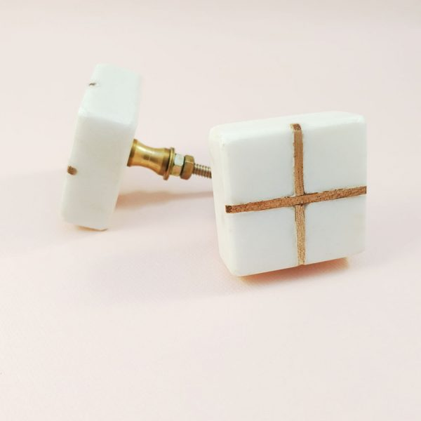 White Marble with wood cross knob 4 600x600 - White Square Marble and Wood Intercross Knob
