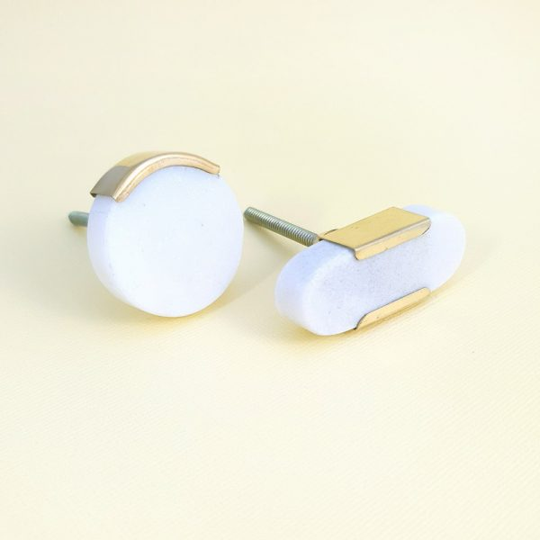 White marble with gold edge group 2 600x600 - White Circle Knob with Brass Trim