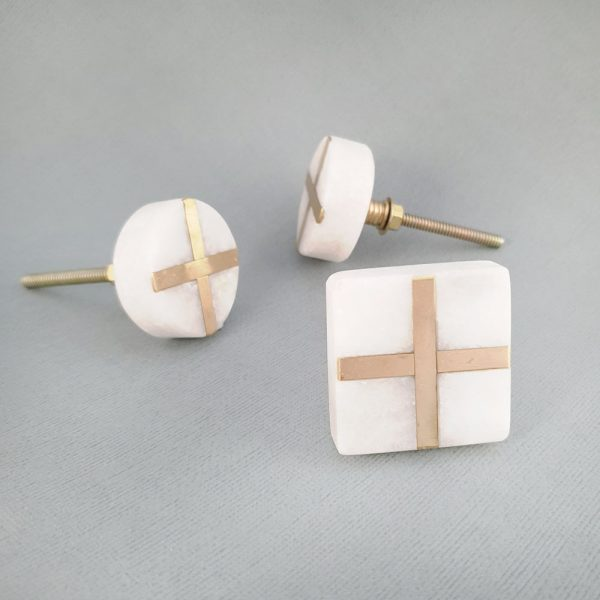 group white marble and brass cross 2 600x600 - White Square Marble and Brass Intercross Knob