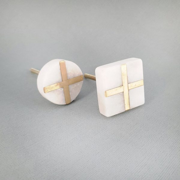 group white marble and brass cross 3 600x600 - White Square Marble and Brass Intercross Knob