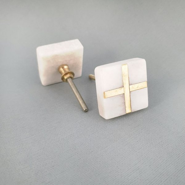 square white marble and brass cross knob 1 600x600 - White Square Marble and Brass Intercross Knob