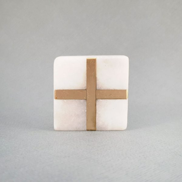 square white marble and brass cross knob 10 600x600 - White Square Marble and Brass Intercross Knob