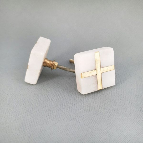 square white marble and brass cross knob 2 600x600 - White Square Marble and Brass Intercross Knob