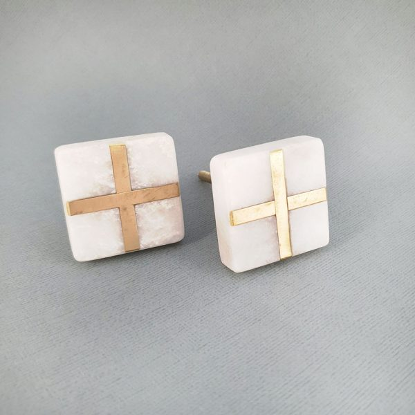 square white marble and brass cross knob 3 600x600 - White Square Marble and Brass Intercross Knob