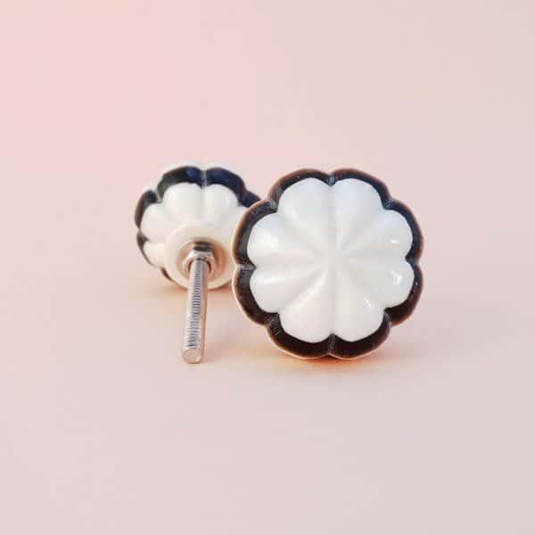 Black and white bloom knob 3 600x600 - Black and White Bloom Knob