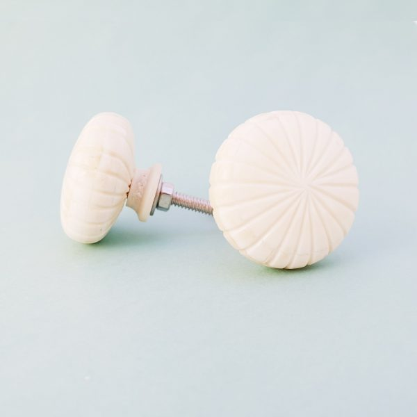White fan carved knob 2 600x600 - Carved Fan Knob