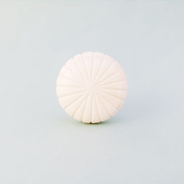 White fan carved knob 3 600x600 - Carved Fan Knob