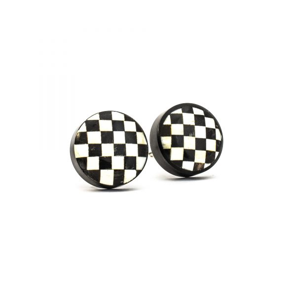 DSC 0303 Black and white checkered knob 600x600 - Black and White Checkered Knob