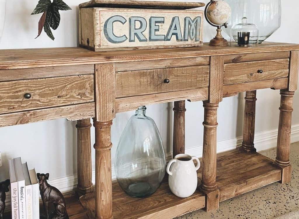 Ainsley furniture - Do.Upper Chronicles: Ainsley Sullivan